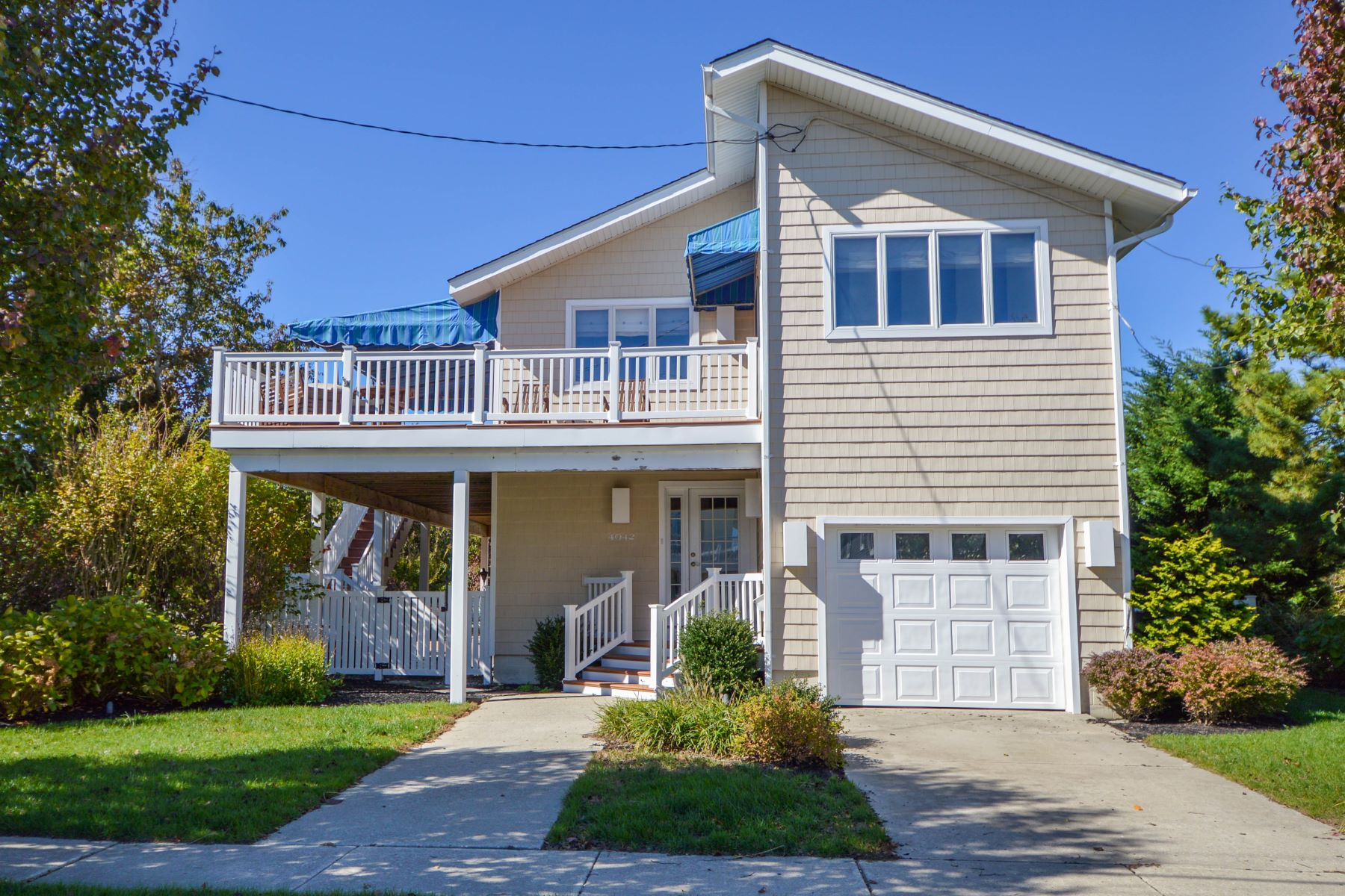 Single Family Homes por un Venta en Beach House With Backyard Oasis 4042 Fourth Avenue Avalon, Nueva Jersey 08202 Estados Unidos