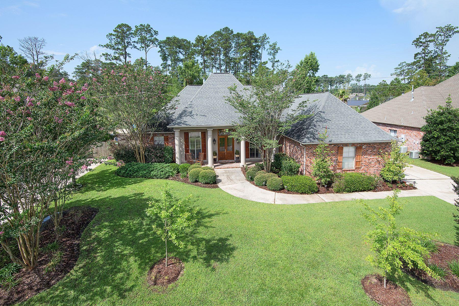 Maison unifamiliale pour l Vente à French Country in Woodstone 26 Tara Lane Mandeville, Louisiana, 70471 États-Unis