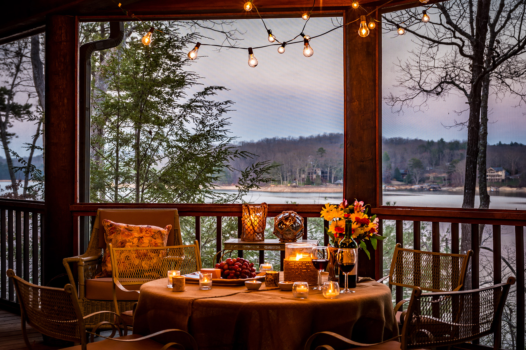 Eensgezinswoning voor Verkoop een t Spectacular Lakefront Lodge on Lake Blue Ridge 185 Sourwood Cove Lane Morganton, Georgië 30560 Verenigde Staten