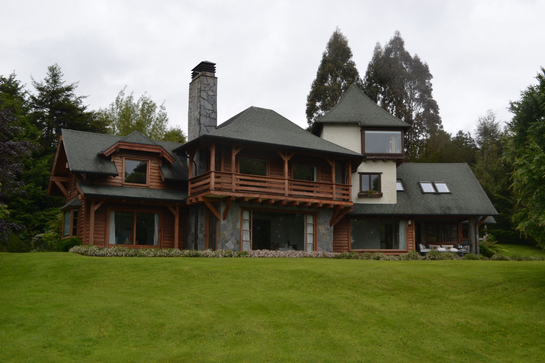 Single Family Home for Sale at Dazzling house with Shore of Lake, only in condominium with private beach Puerto Montt, Los Lagos, Chile