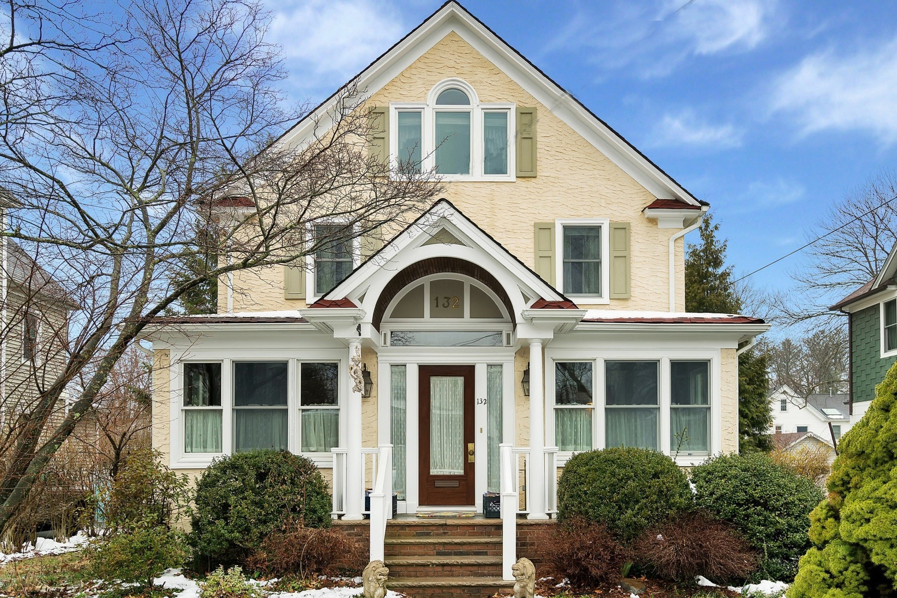 Single Family Home for Sale at Rare Availability In The Somerville School Area. 132 Kenilworth Road, Ridgewood, New Jersey 07450 United States