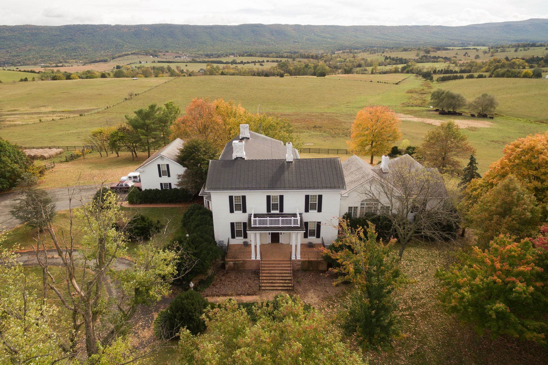 Additional photo for property listing at Mooreland Estate 13232-A North Valley Pike Timberville, Virginia 22853 United States