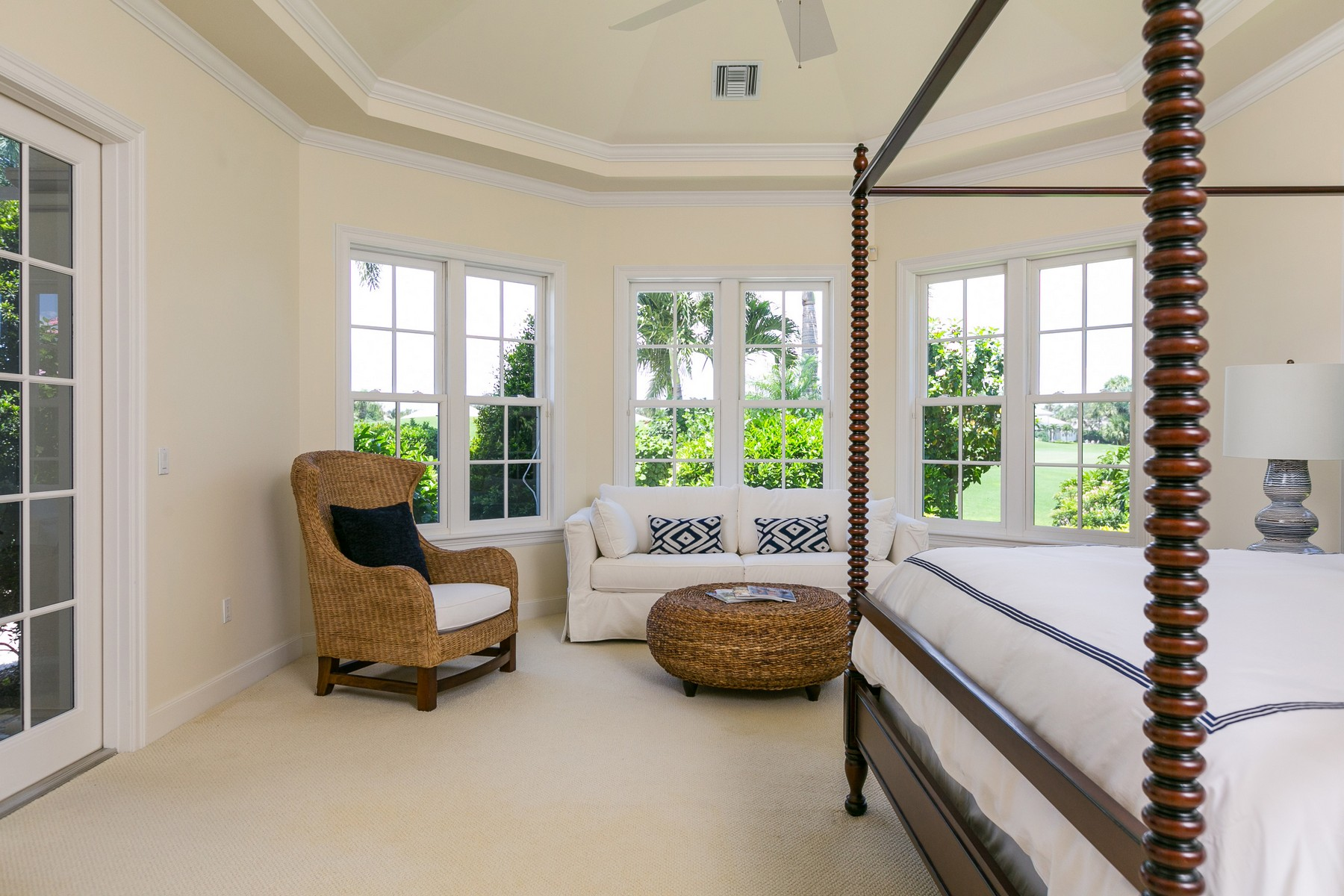 Additional photo for property listing at Beautiful West Indies Style Estate with Spectacular Golf Course Views 350 Westwind Court Vero Beach, Florida 32963 United States