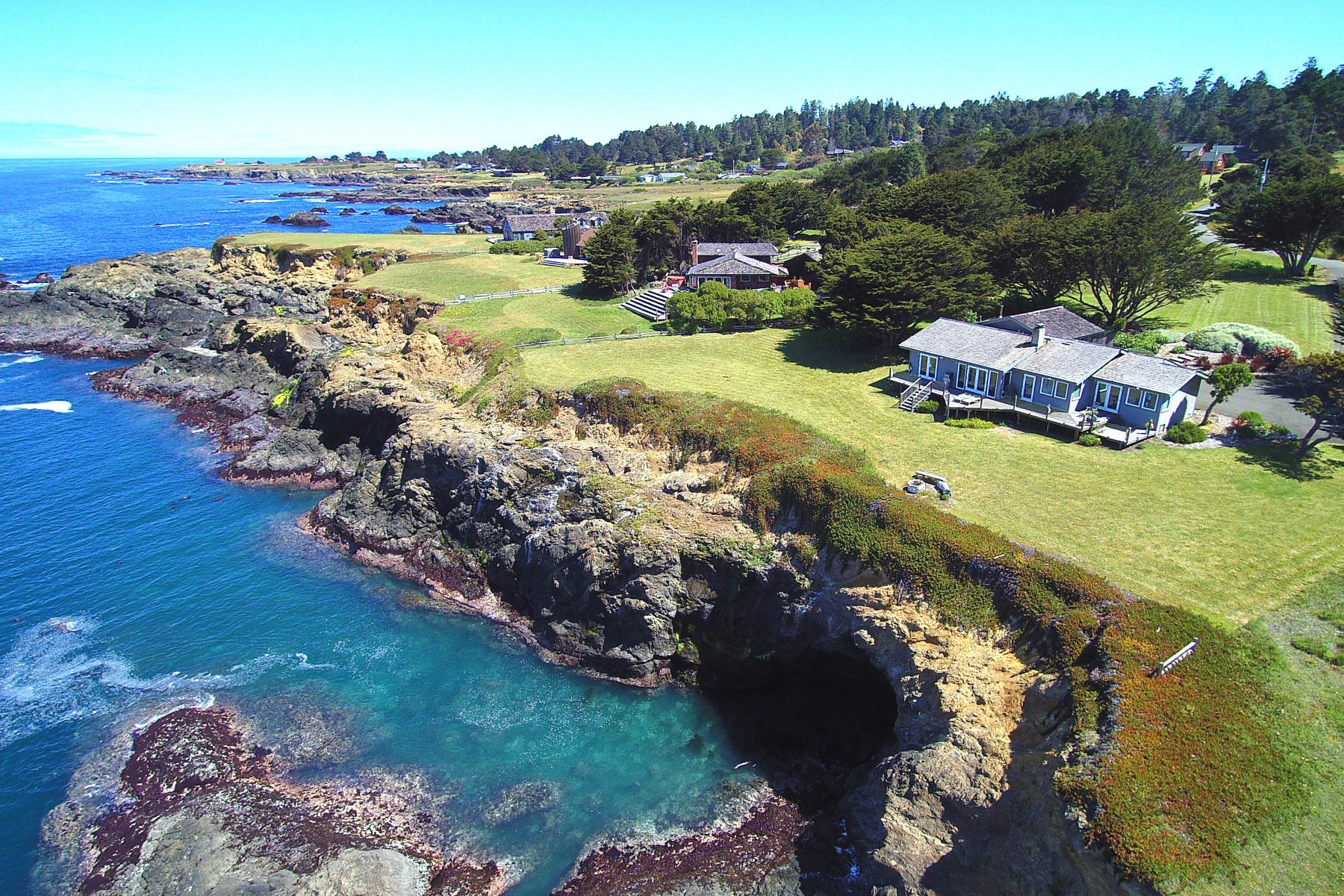 Single Family Home for Sale at Mendocino Oceanfront 45620 Cypress Drive Mendocino, California 95460 United States