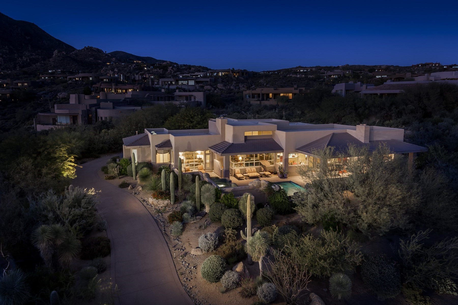 아파트 용 매매 에 Stunning Soft Contemporary in Desert Mountain 11132 E Mariola Way, Scottsdale, 아리조나, 85262 미국