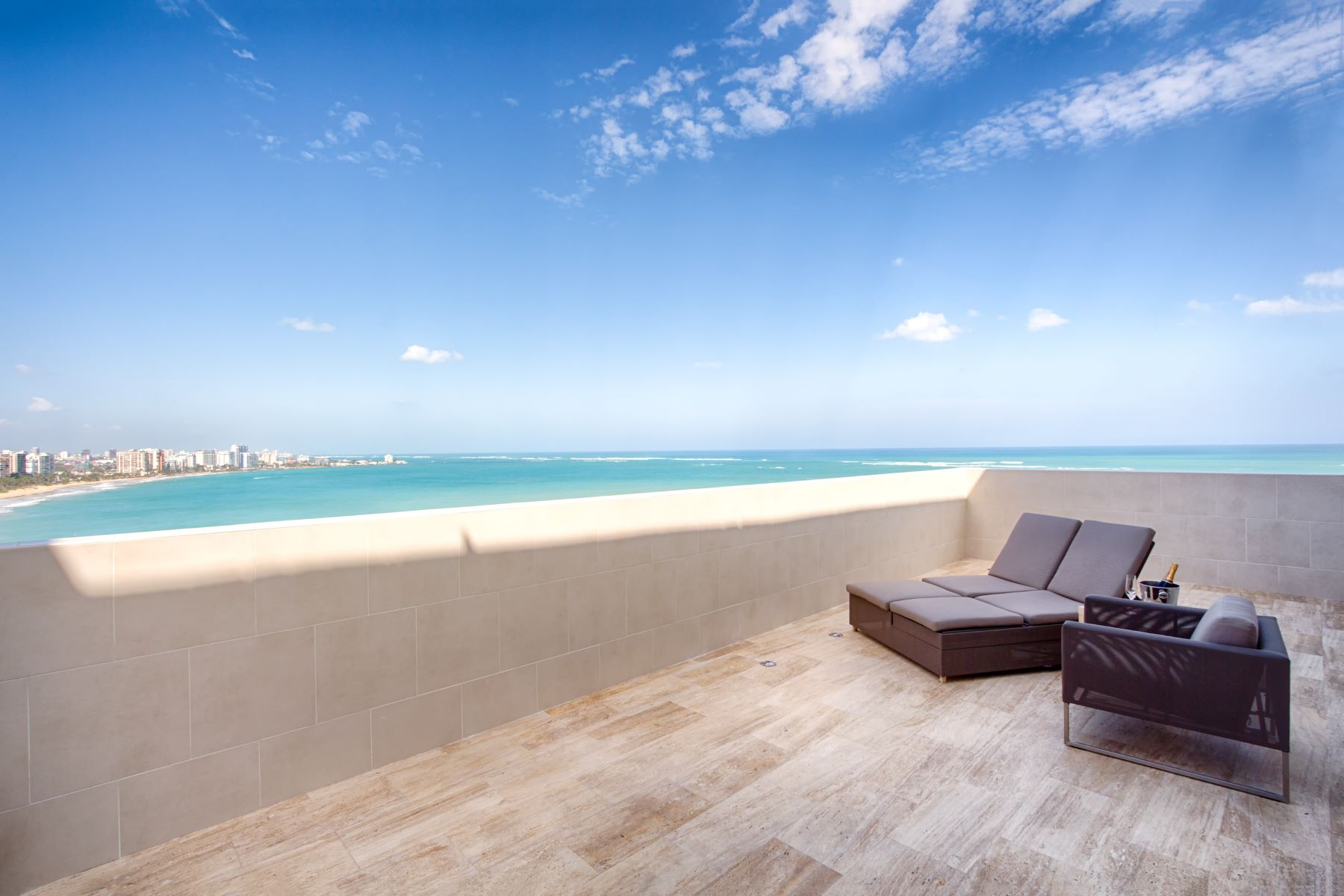 дуплекс для того Продажа на The Ultimate Beach Penthouse 6165 Isla Verde Ave. PH Carolina, Puerto Rico 00979 Пуэрто-Рико