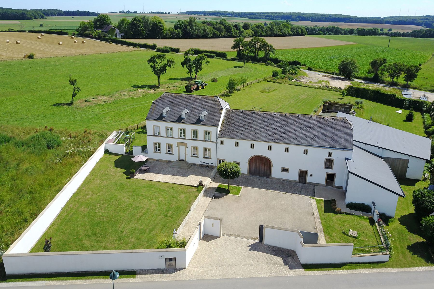 Casa Unifamiliar por un Venta en Beautiful farmhouse in Breidweiler Luxembourg, Luxemburgo 6238 Luxemburgo