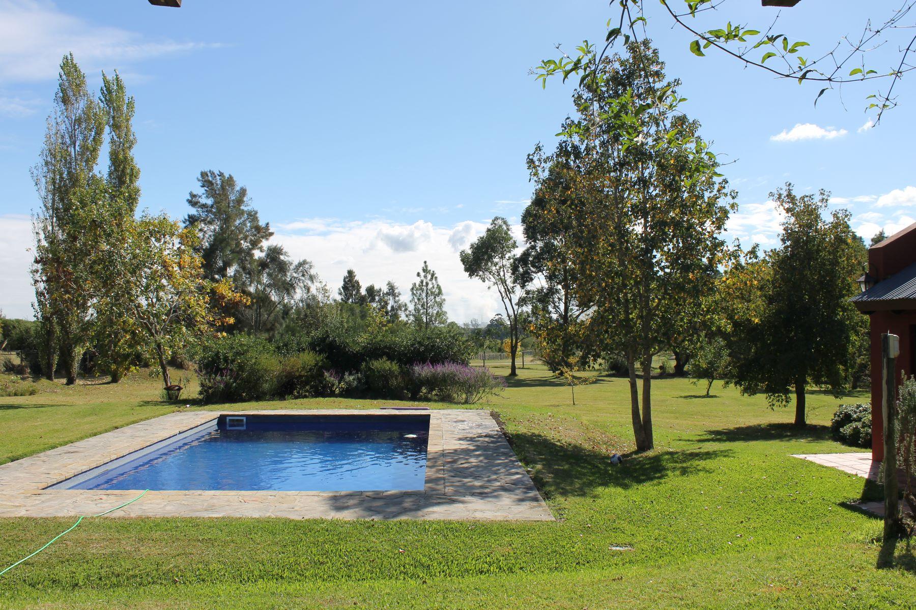 Casa Unifamiliar por un Venta en BEAUTIFUL FARM MINUTES FROM CITY Other Montevideo, Montevideo, Uruguay