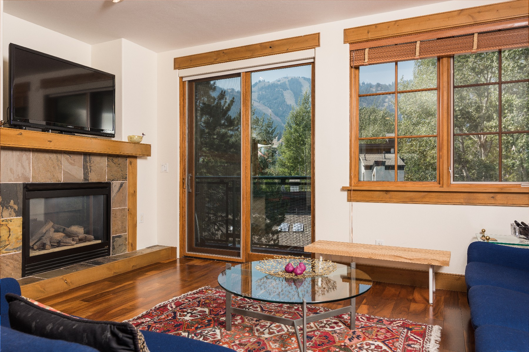 Additional photo for property listing at Wake Up To Baldy Views 601 S Main St #14 Ketchum, Idaho 83340 États-Unis