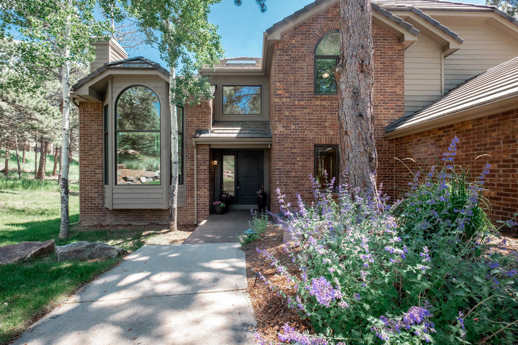 Single Family Homes for Active at Amazing Updated Mountain Contemporary in the Ridge at Hiwan 2102 Cramner Court Evergreen, Colorado 80439 United States