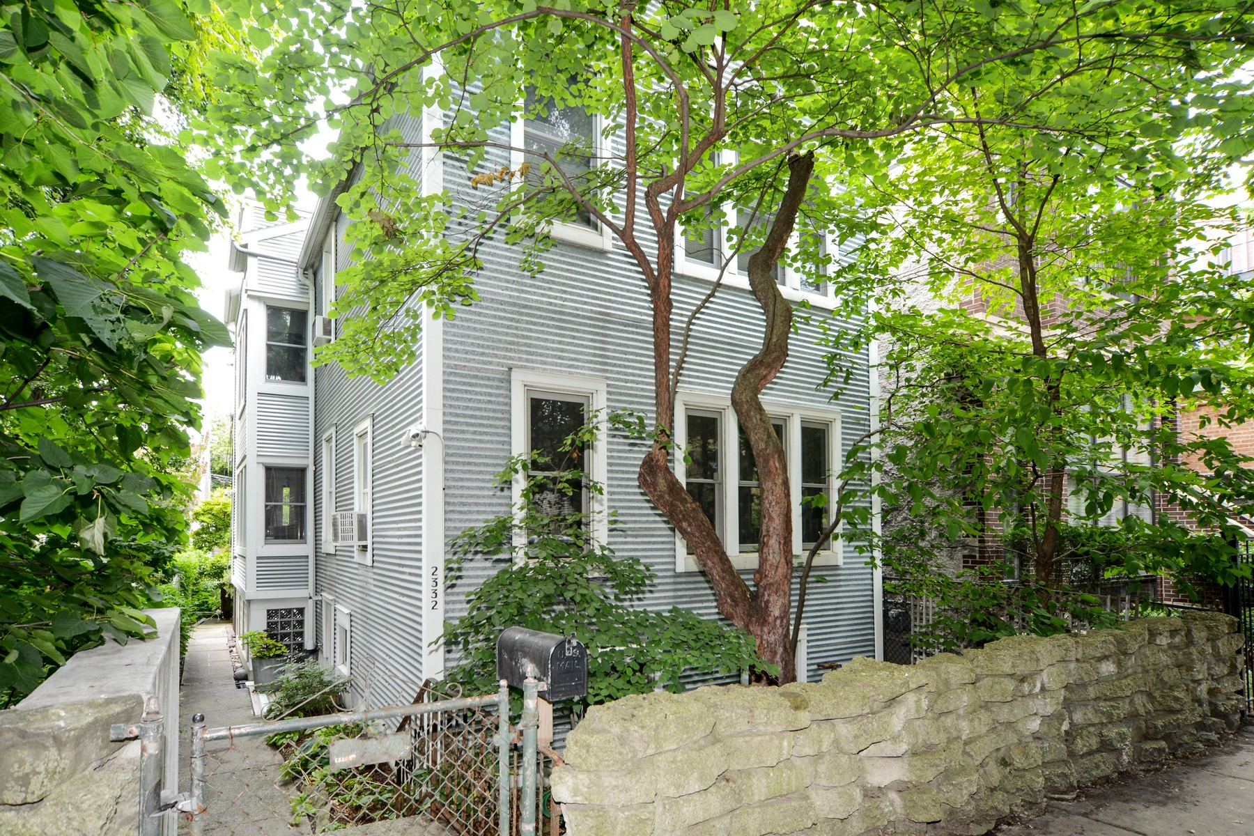 واحد منزل الأسرة للـ Sale في Charming Bucktown Farmhouse 2322 N Lister Avenue, Logan Square, Chicago, Illinois, 60614 United States