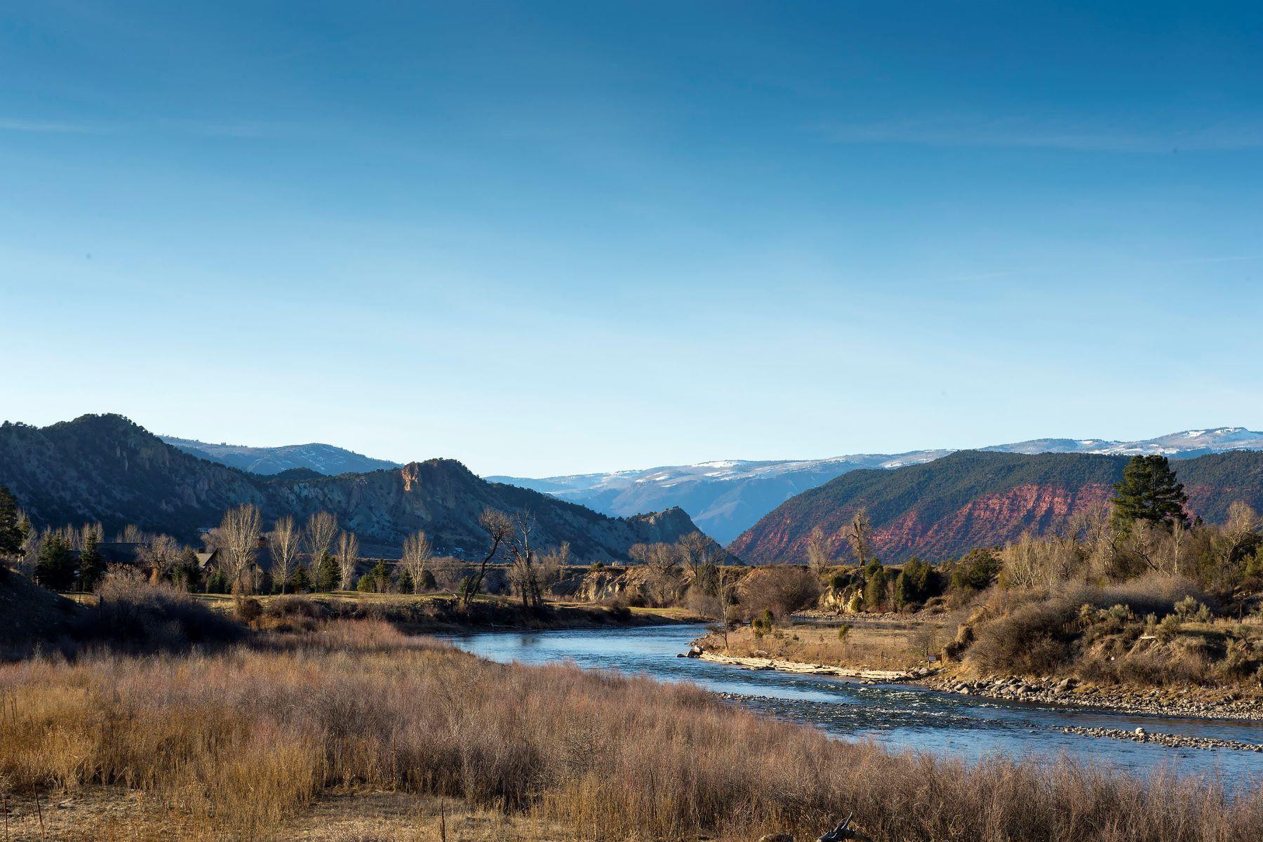 Maison unifamiliale pour l Vente à Spectacular Riverfront Property 160 & TBD River Glen Road Carbondale, Colorado, 81623 États-Unis