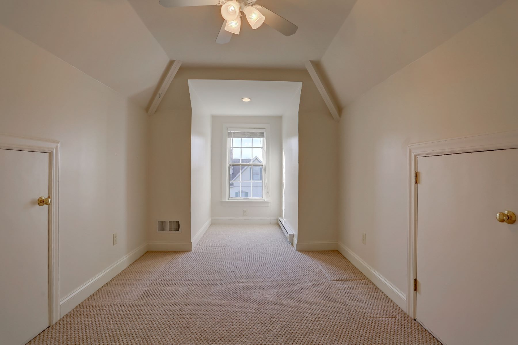 Additional photo for property listing at 805 Woodfield Drive  Lititz, Pennsylvania 17543 Estados Unidos