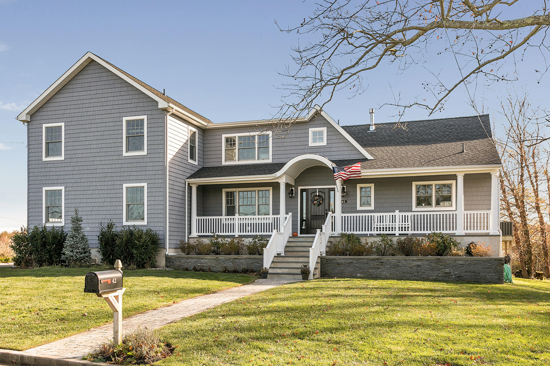 Single Family Homes для того Продажа на Come and Enjoy Waterfront Life in Oceanport 42 Riverside Avenue, Oceanport, Нью-Джерси 07757 Соединенные Штаты