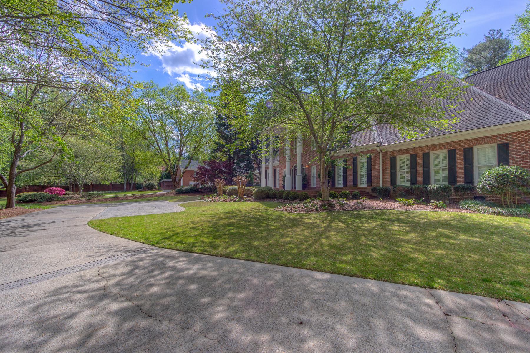 Частный односемейный дом для того Продажа на Glenn Moore 630 Heards Ferry Road Atlanta, Джорджия, 30328 Соединенные Штаты