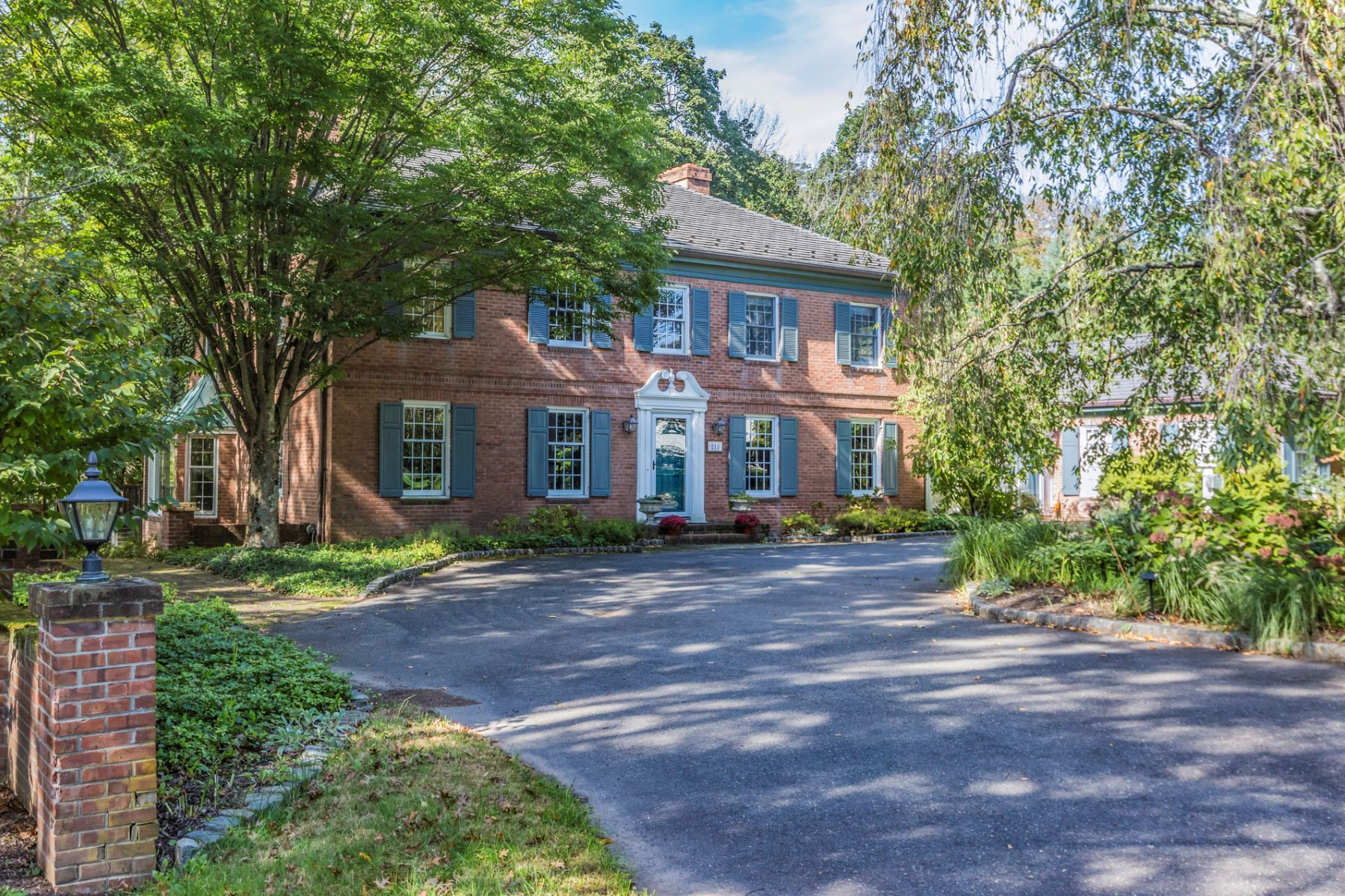Gracious and Spacious Western Section Gem 213 Constitution Drive, Princeton, New Jersey 08540 Vereinigte Staaten