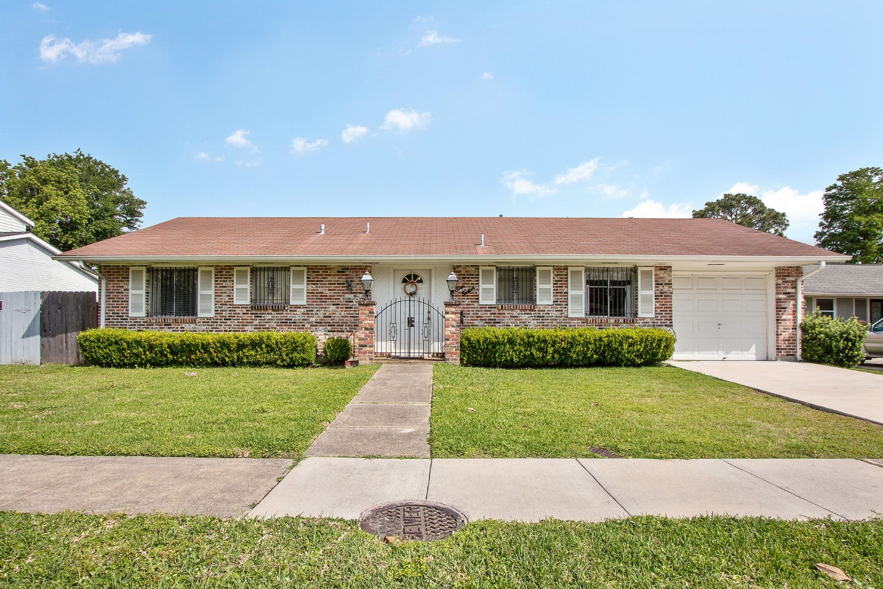 Single Family Home for Sale at 412 Holy Cross Place, Kenner 412 Holy Cross Pl Kenner, Louisiana 70065 United States