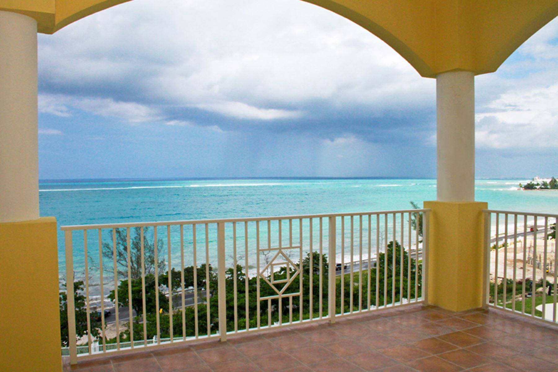 Additional photo for property listing at Caves Heights Ocean View Penthouse Caves Heights Rental West Bay Street, New Providence/Nassau . Bahamas