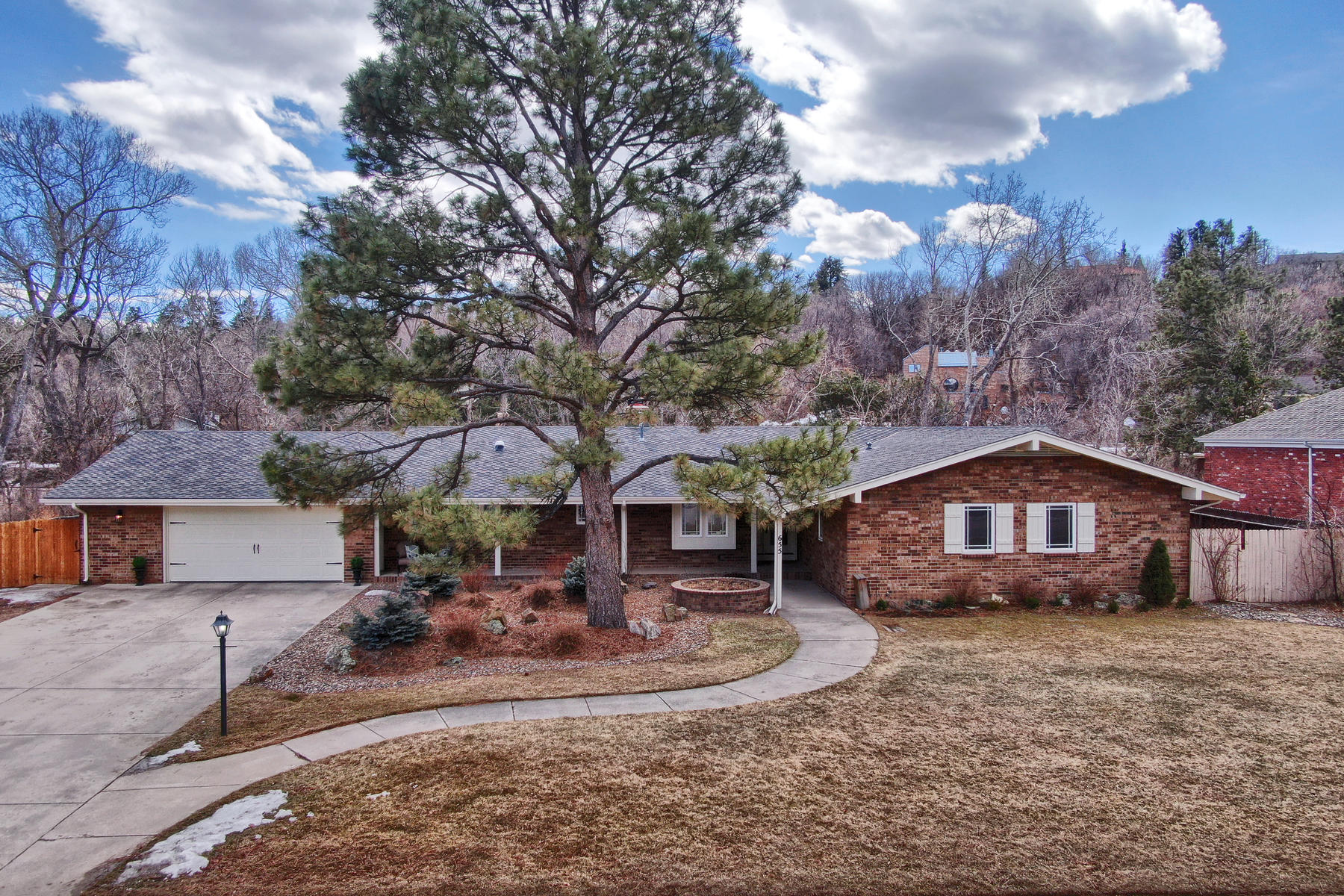 Single Family Homes for Sale at The elegant updated Broadmoor home you've longed for. 655 N Bear Paw Lane Colorado Springs, Colorado 80906 United States