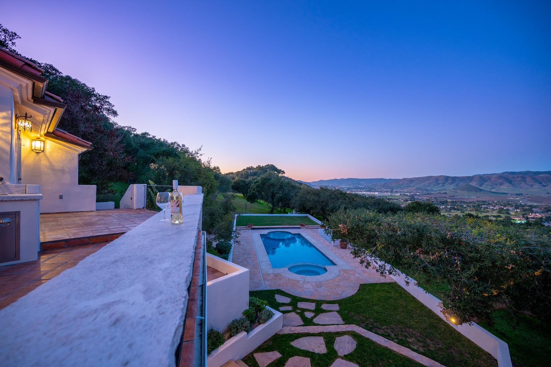 Single Family Homes para Venda às Serene Spanish-Style Estate in Wine Country 6184 Alta Mira Lane, San Luis Obispo, Califórnia 93401 Estados Unidos
