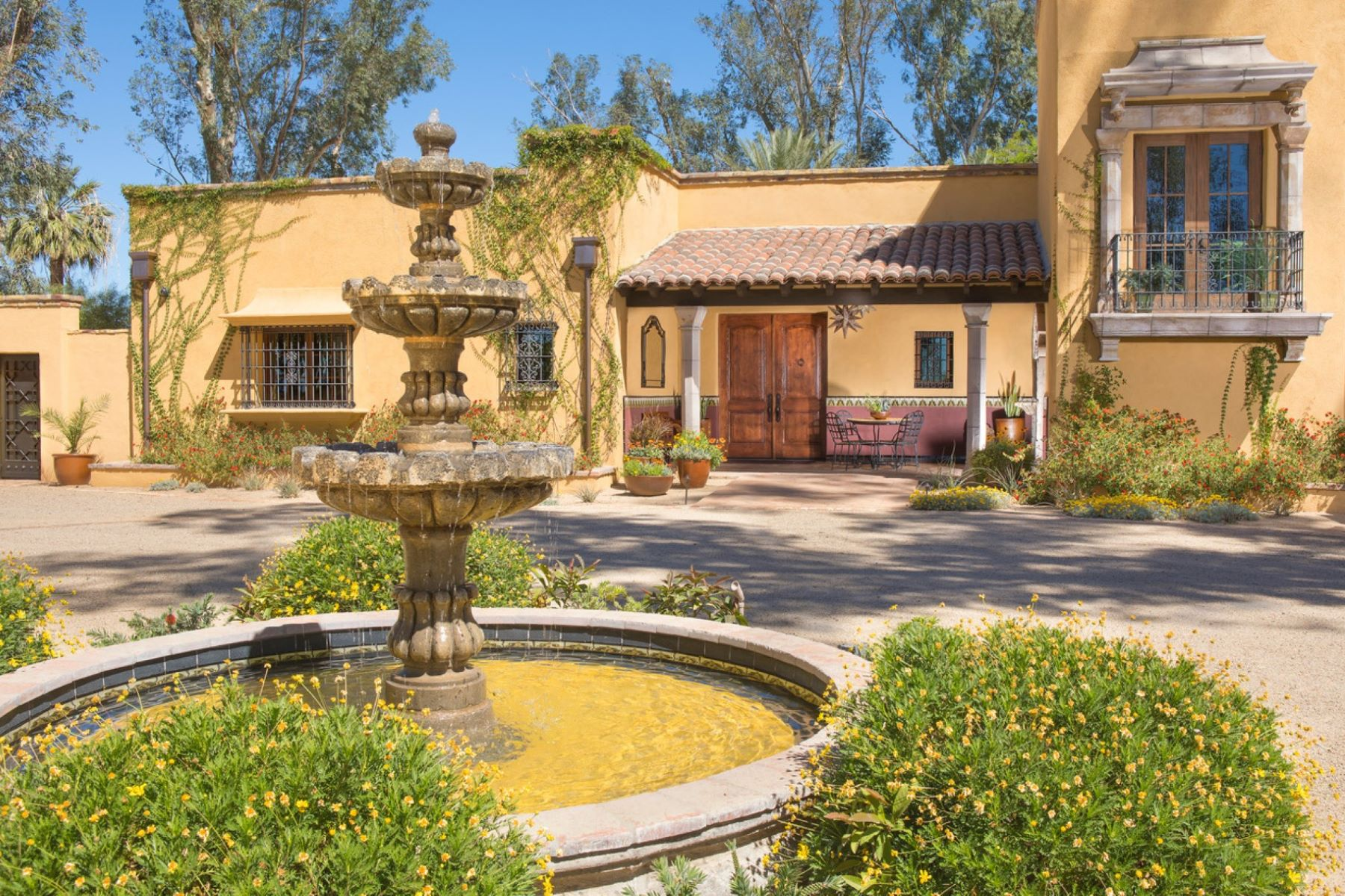 Single Family Homes for Active at Unique, Private Estate on 4.6 Acres 630 W Calle Concordia Oro Valley, Arizona 85704 United States