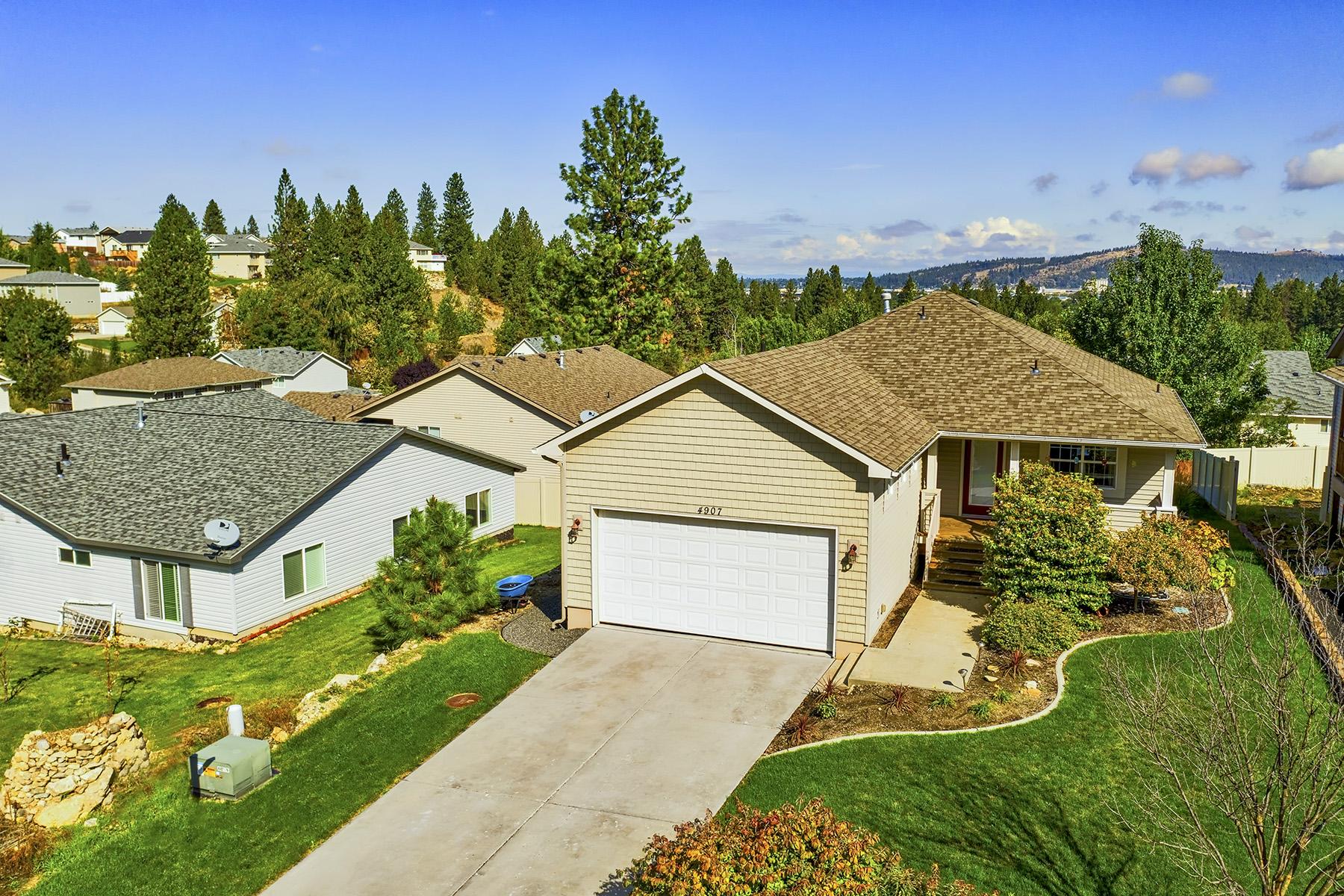 Single Family Homes por un Venta en GORGEOUS RANCHER/DAYLIGHT BASEMENT W/ VIEW 4907 E 15TH Spokane Valley, Washington 99212 Estados Unidos