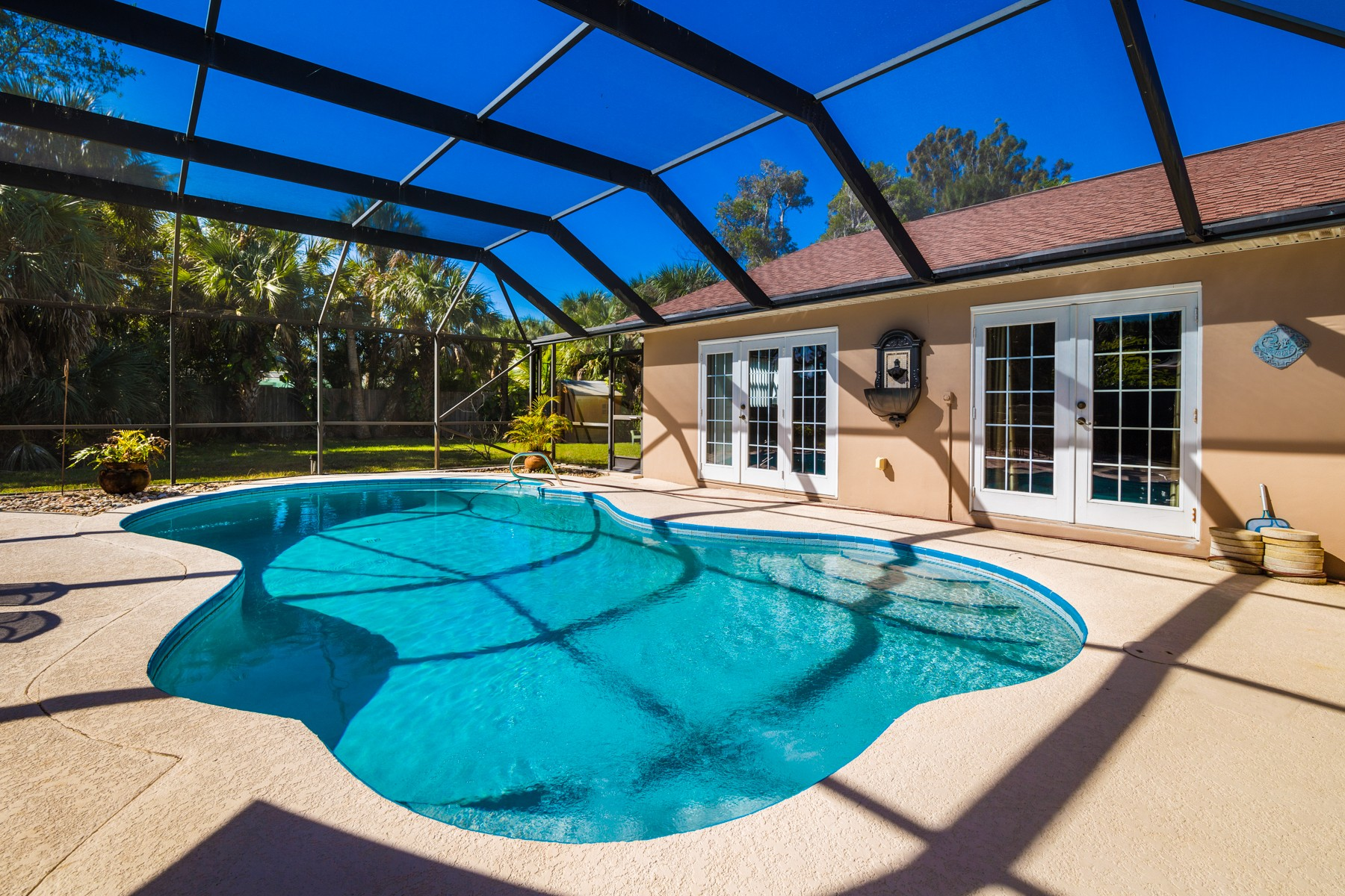 Additional photo for property listing at Spacious Pool Home Ideal for Entertaining. 413 Second Avenue Melbourne Beach, Florida 32951 United States