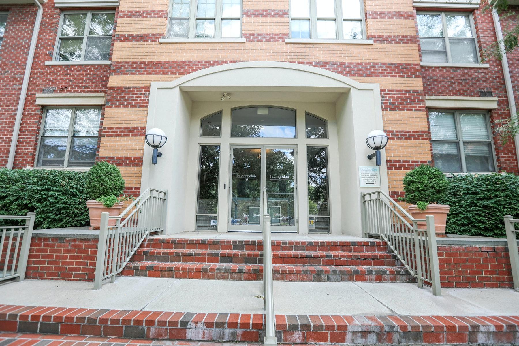 Condominiums 为 销售 在 Hudson Club 24 Avenue at Port Imperial #324, 西纽约, 新泽西州 07093 美国