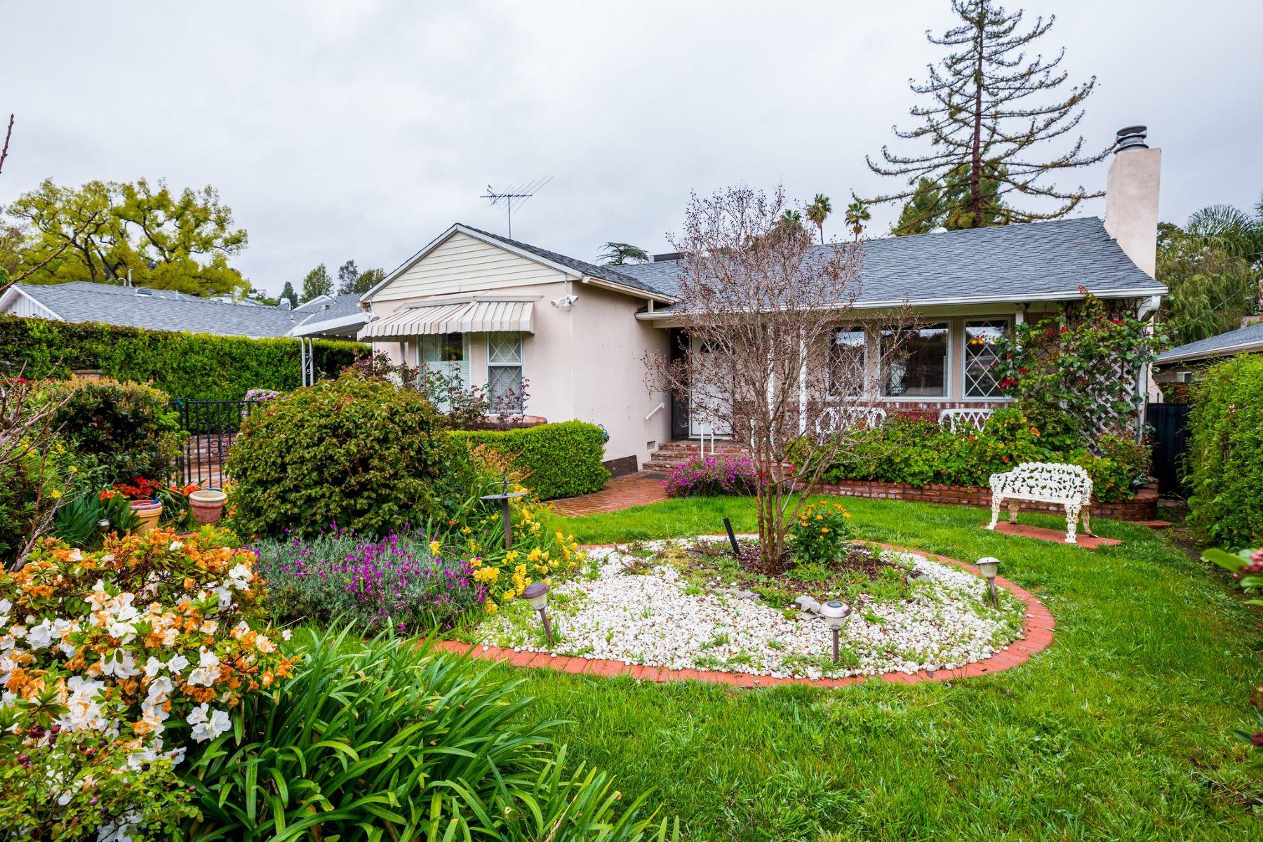 Single Family Homes para Venda às Sherman Oaks, Califórnia 91423 Estados Unidos