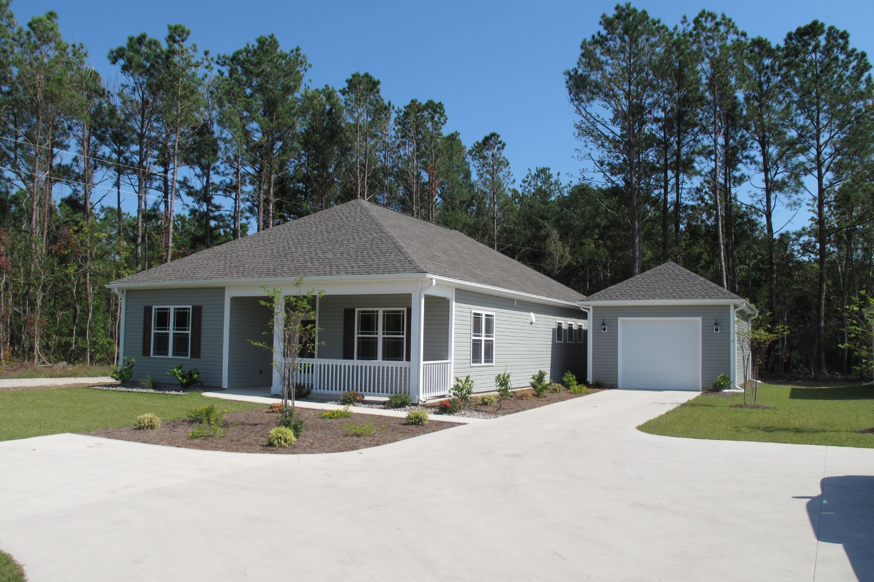 Single Family Homes for Sale at Quality Pre-Construction Offer 1302 Old Folkstone Road Sneads Ferry, North Carolina 28460 United States