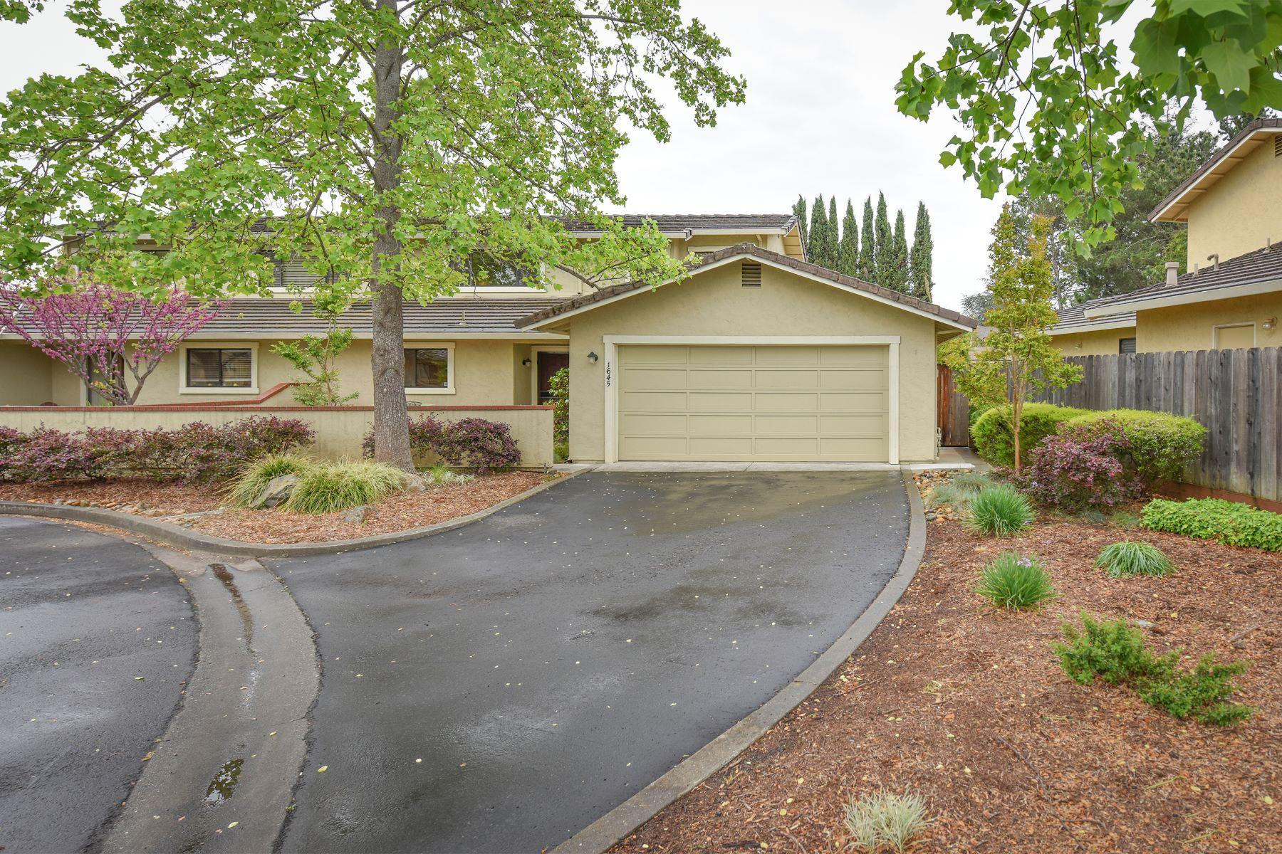 独户住宅 为 销售 在 A North Napa Home on a Quiet Cul-De-Sac 1645 San Vicente Ave 纳帕, 加利福尼亚州, 94558 美国