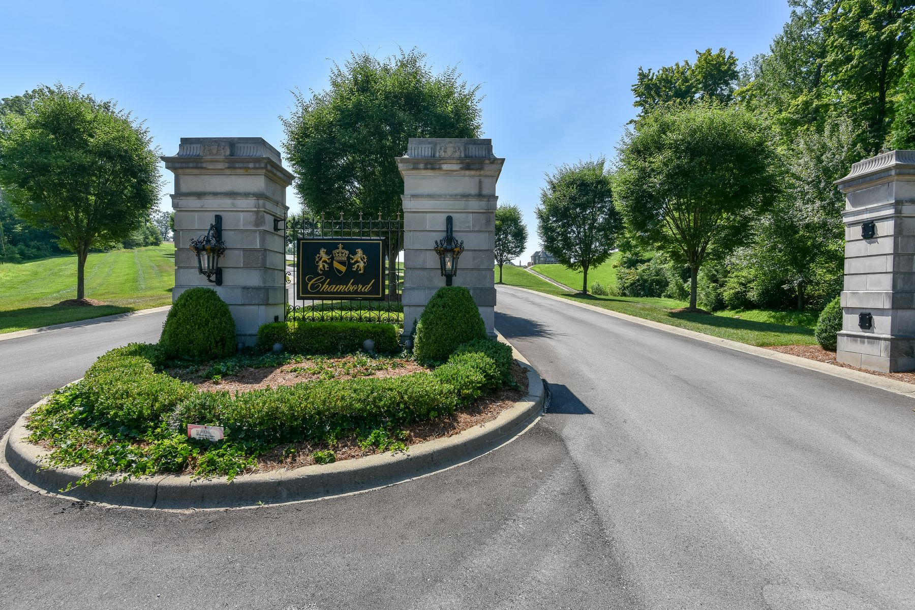 Land for Active at Lot 4 Cote de Chambord 4 Cote de Chambord Floyds Knobs, Indiana 47119 United States