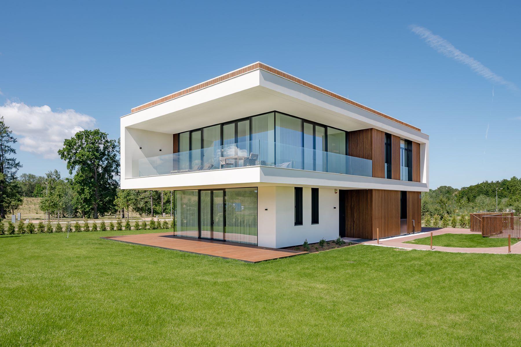 """独户住宅 为 销售 在 Modern Villa Corylus in new development """"Mežaparka Rezidences"""" 里加, 拉脱维亚的其他地区, 拉脱维亚"""