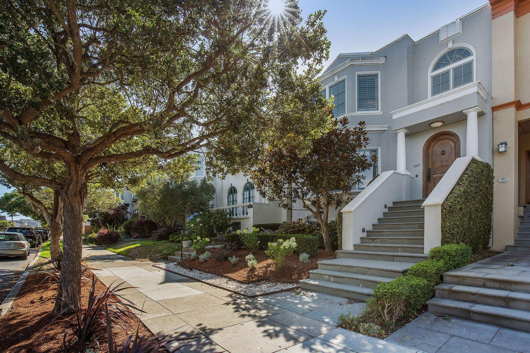 Single Family Homes 为 销售 在 Beautifully Remodeled Sea Cliff Home on Quiet Tree-Lined Street 257 29th Avenue 旧金山, 加利福尼亚州 94121 美国