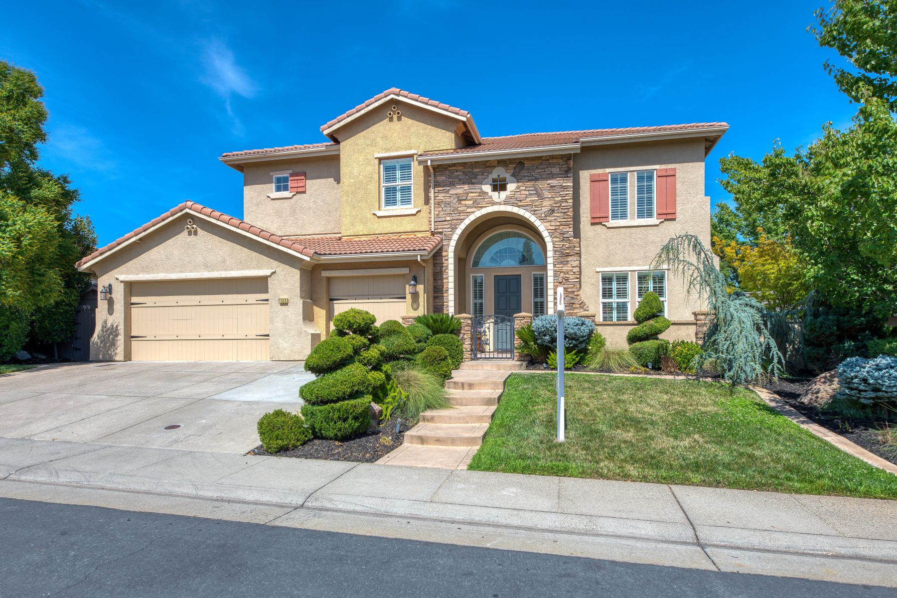Single Family Homes for Sale at 1533 Woodgrove Way, Roseville, CA 95661 1533 Woodgrove Way Roseville, California 95661 United States