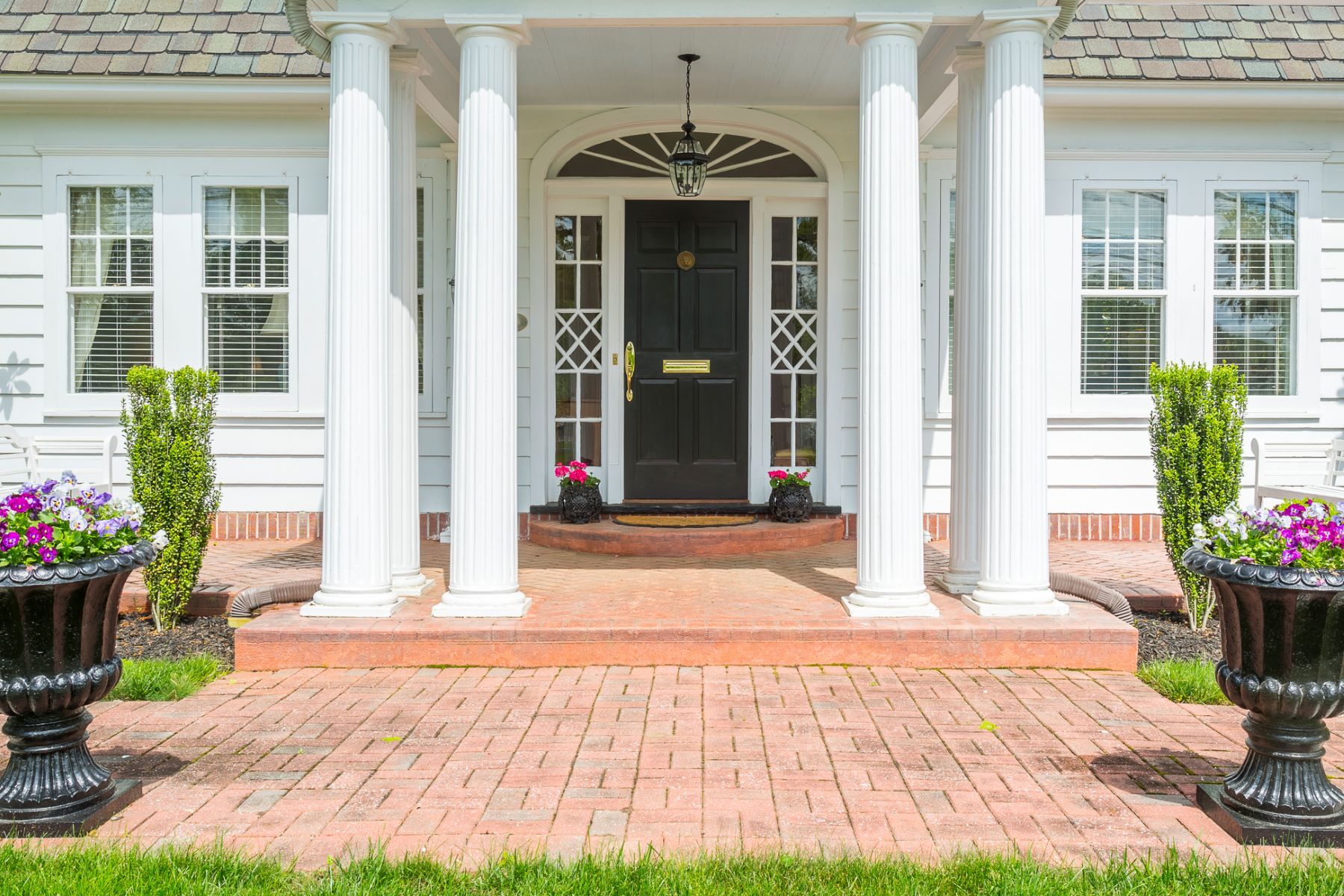 Additional photo for property listing at Maple Manor, The Pretty White House Admired By All - Lawrence Township 2739 Main Street Lawrenceville, Nueva Jersey 08648 Estados Unidos