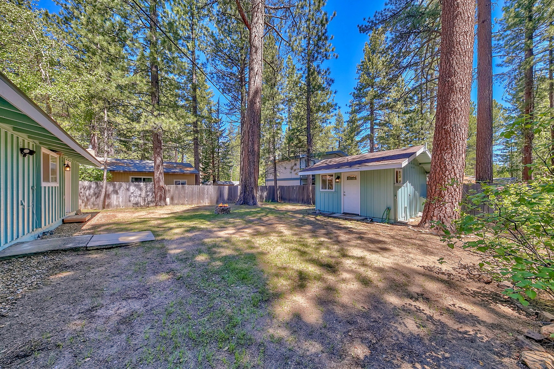 Additional photo for property listing at 813 Tahoe Island Drive, South Lake Tahoe, CA 813 Tahoe Island Drive South Lake Tahoe, California 96150 United States
