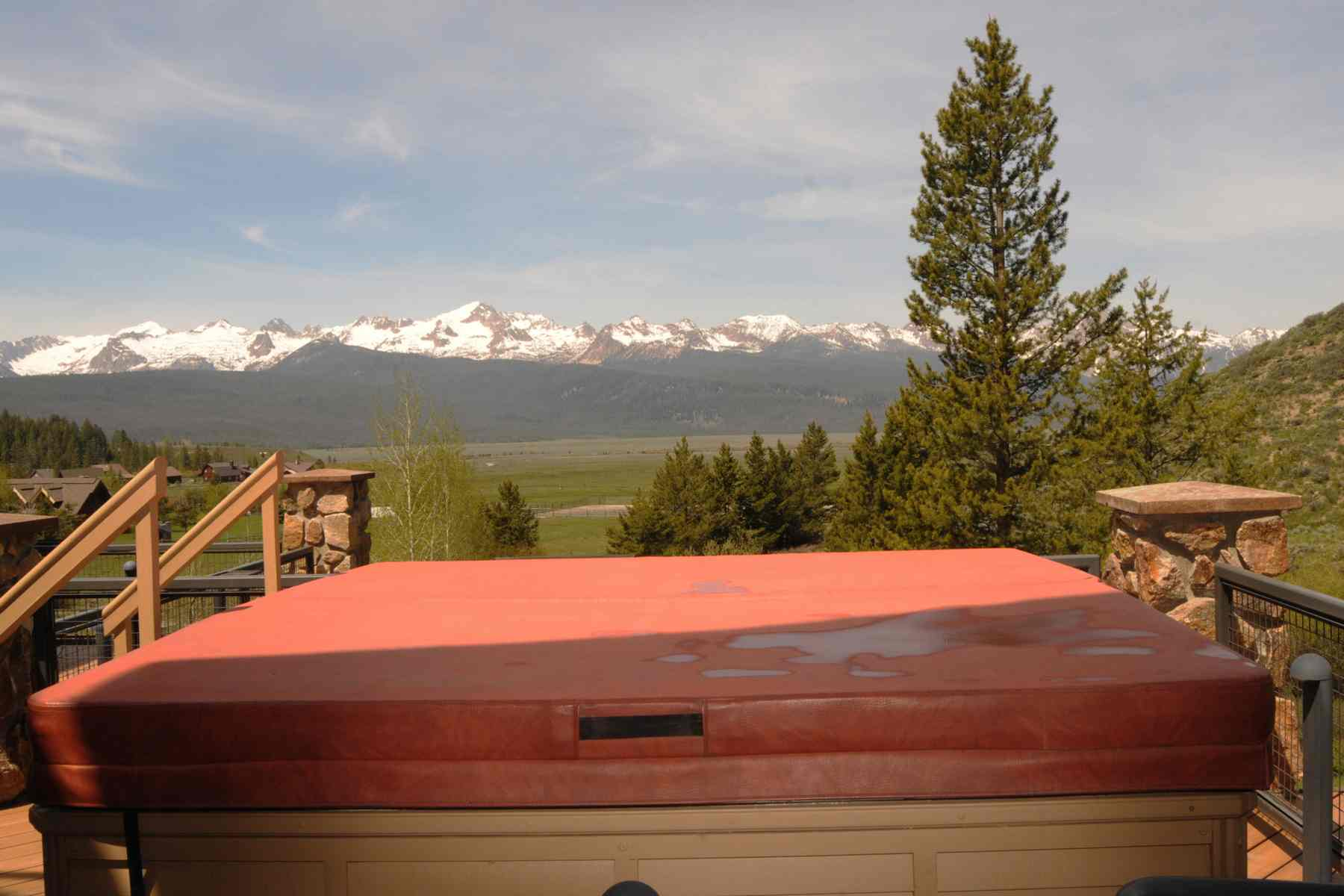 Additional photo for property listing at Elegant Sawtooth Estate 300 Decker View Ln Stanley, Idaho 83278 United States