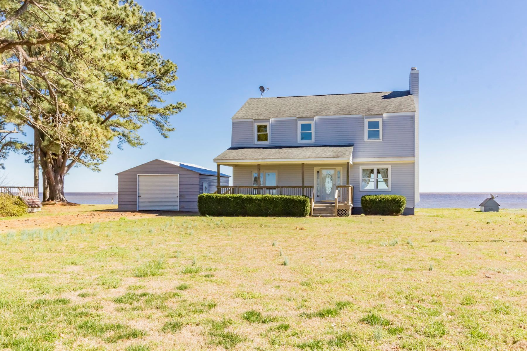 Single Family Home for Active at 108 Soundside Drive Hertford, North Carolina 27944 United States