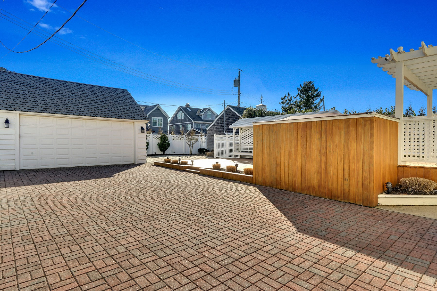 Additional photo for property listing at Large Summer Rental in Sea Girt 2 Brooklyn Boulevard Sea Girt, New Jersey 08750 United States