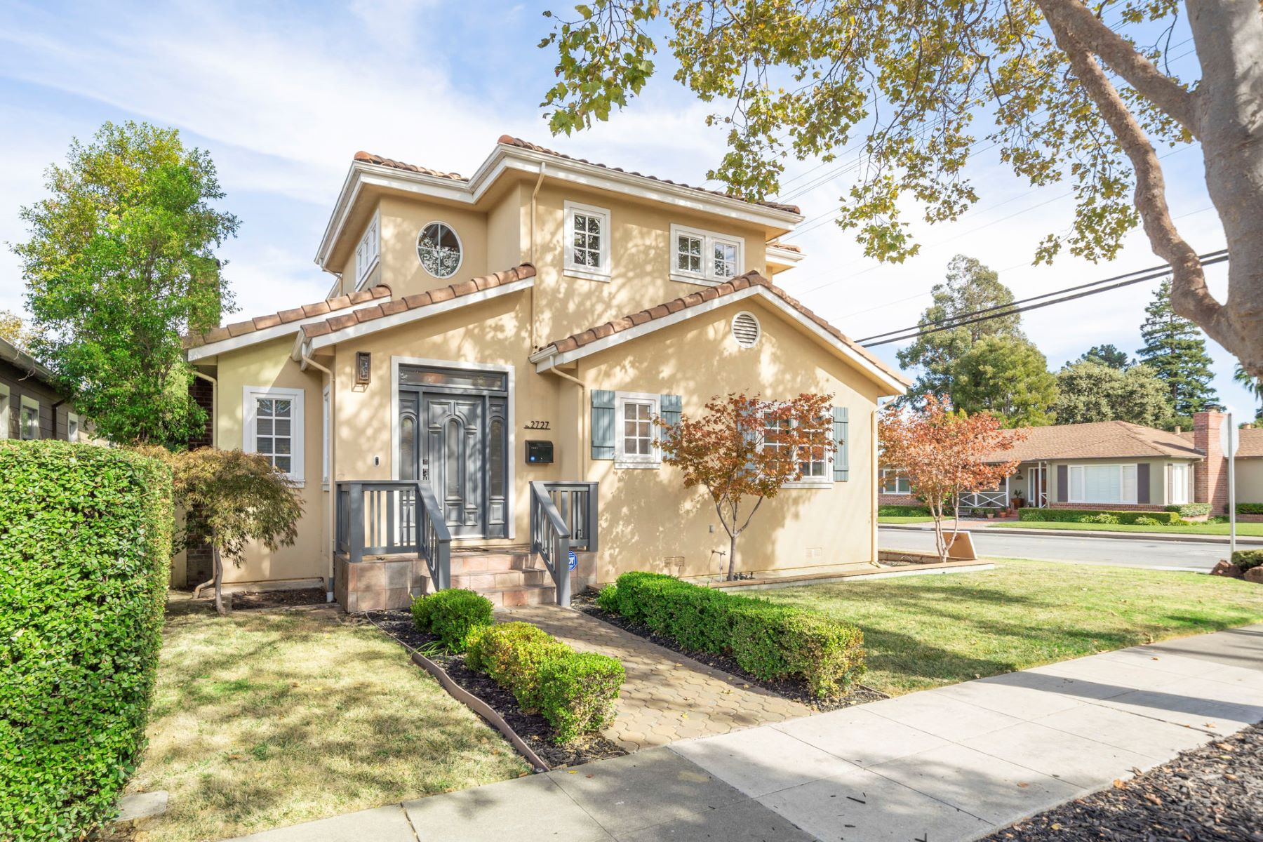 Single Family Homes for Sale at Comfort and Convenience in the Heart of San Mateo 2727 Isabelle Avenue San Mateo, California 94403 United States