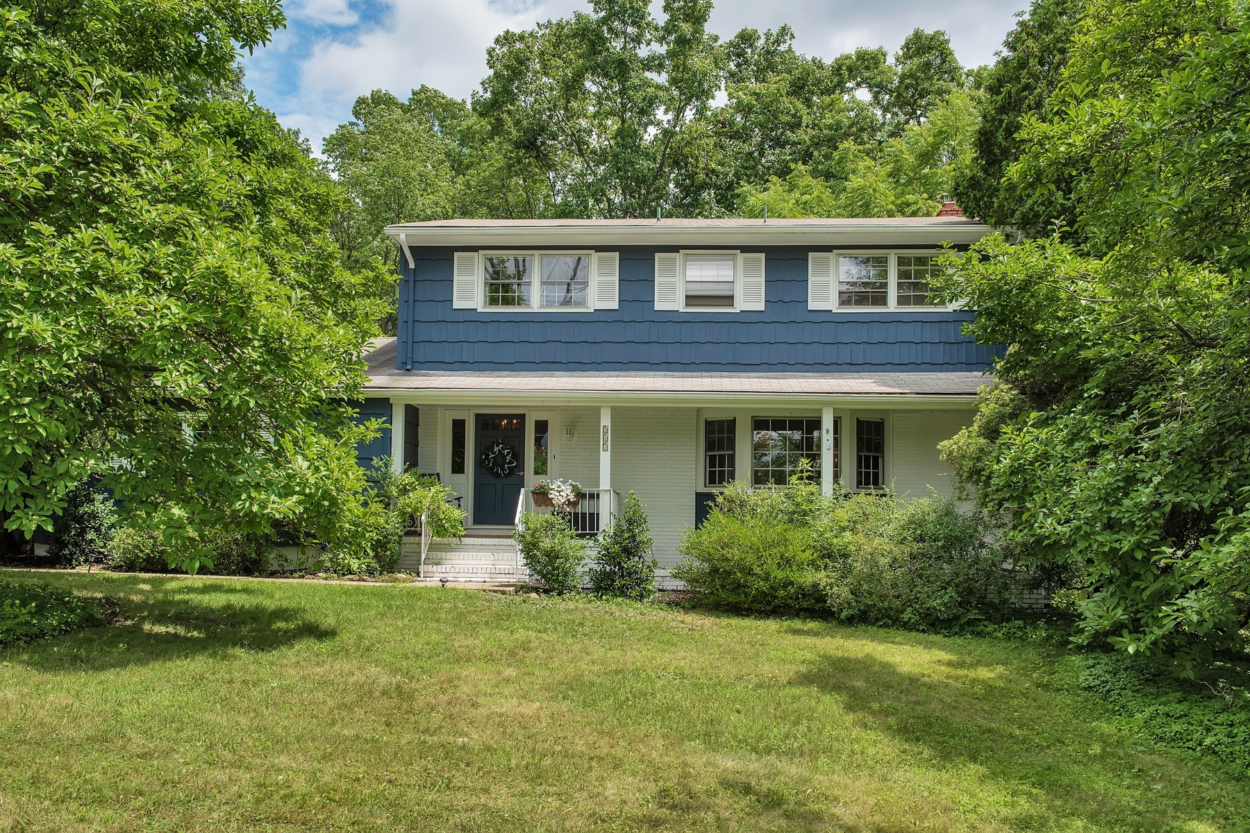Single Family Homes للـ Sale في Light Filled Colonial 517 High Street, Long Hill Township, New Jersey 07980 United States