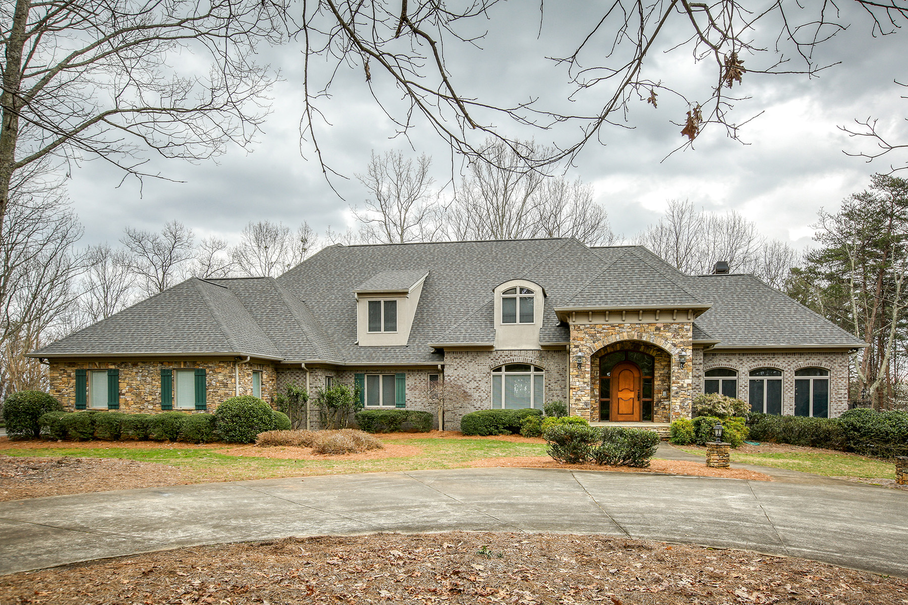 Single Family Homes por un Venta en Private Estate on +/-58 Acres with Seasonal Mountain Views 5740 Steve Tate Hwy, Marble Hill, Georgia 30148 Estados Unidos