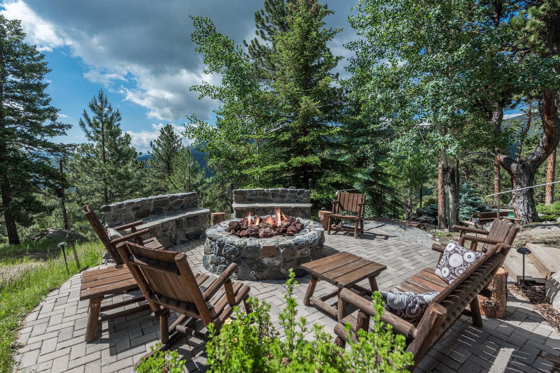 Additional photo for property listing at Timberframe Mountain Gem 34750 Fox Ridge Road Evergreen, Colorado 80439 United States
