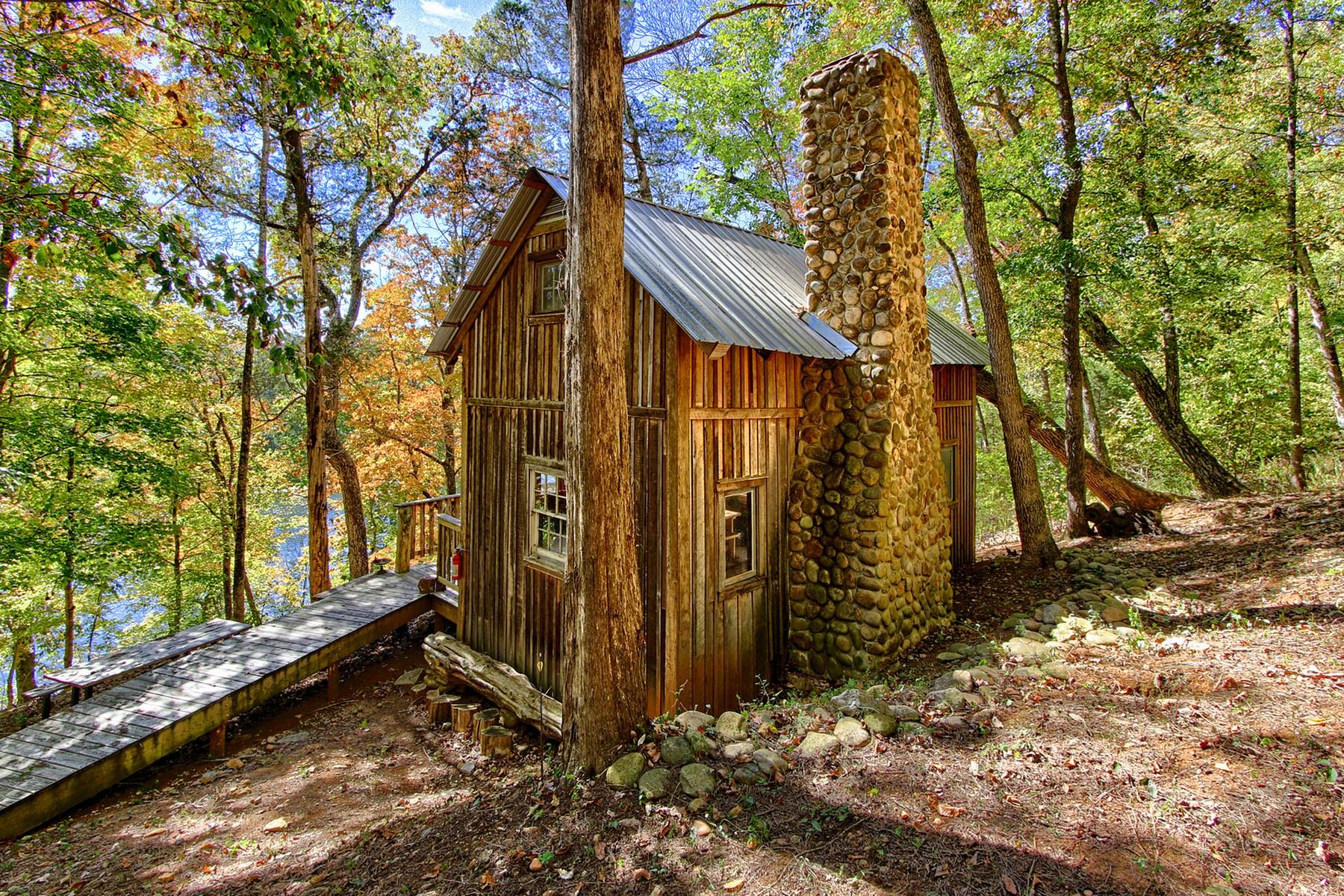 Casa Unifamiliar por un Venta en Historic Cabin on the French Broad River 949 River Road Kodak, Tennessee 37764 Estados Unidos
