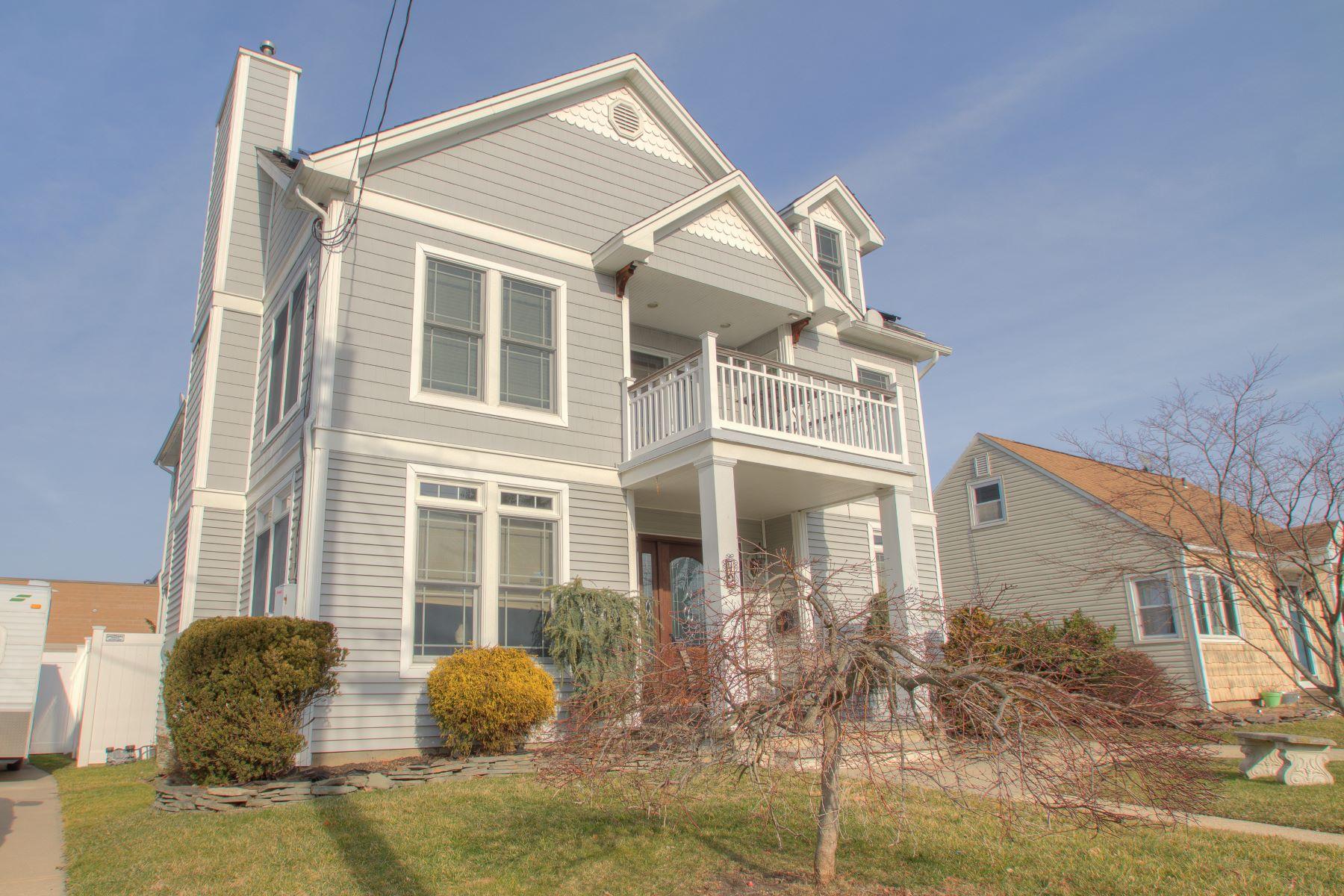 Casa Unifamiliar por un Venta en Sunny Seashore Colonial 72 Lincoln Ave Neptune City, Nueva Jersey 07753 Estados Unidos