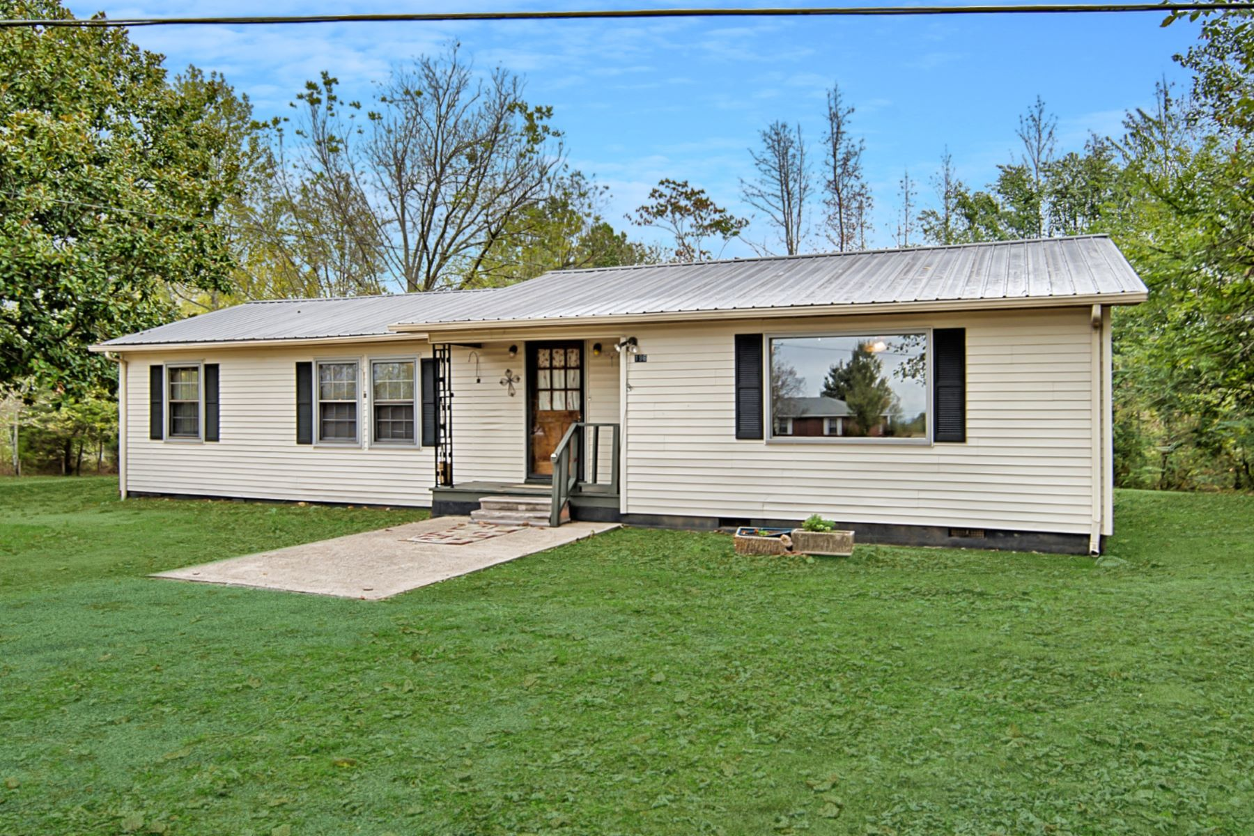 Single Family Homes for Active at 196 Babe Wright Road --- Grant, Alabama 35747 United States