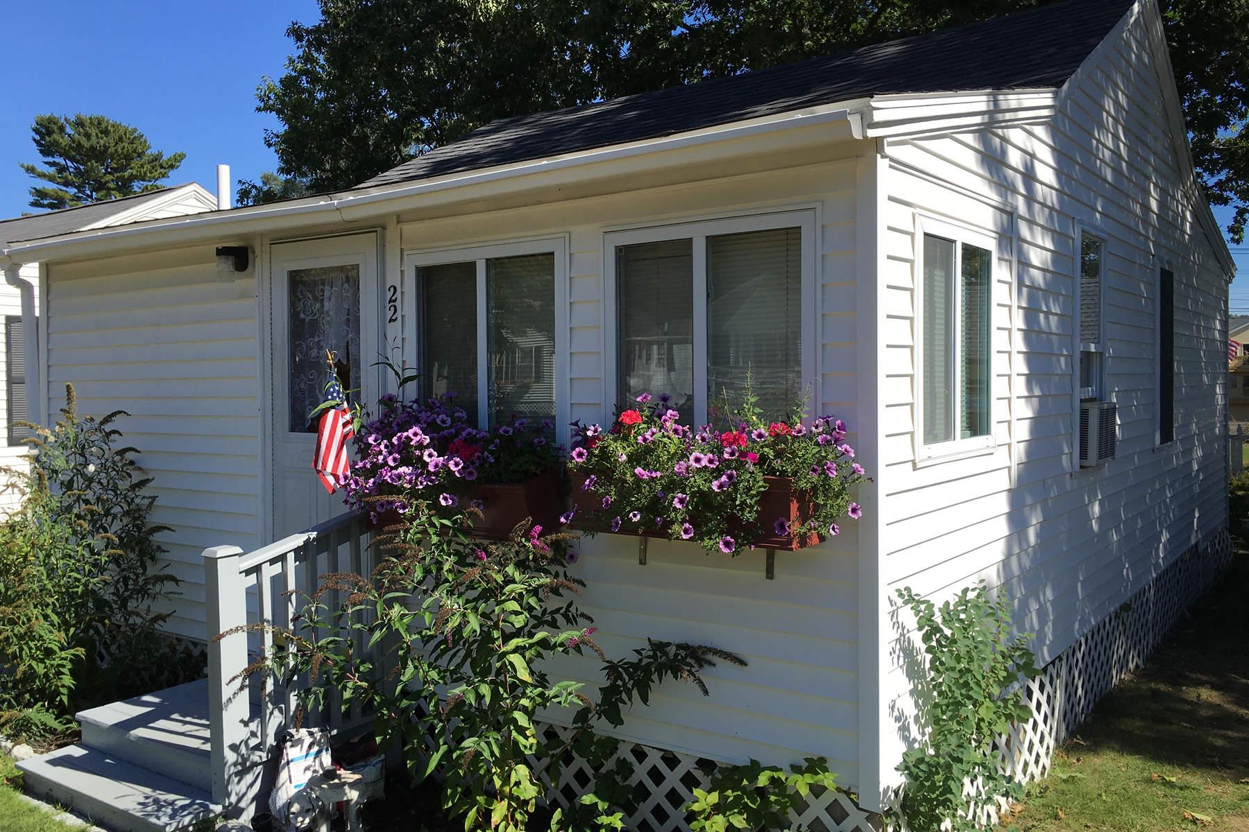 Condominiums للـ Sale في Charming Condominium Cottage in Moody 76 Post Road Unit 22, Moody, Maine 04090 United States
