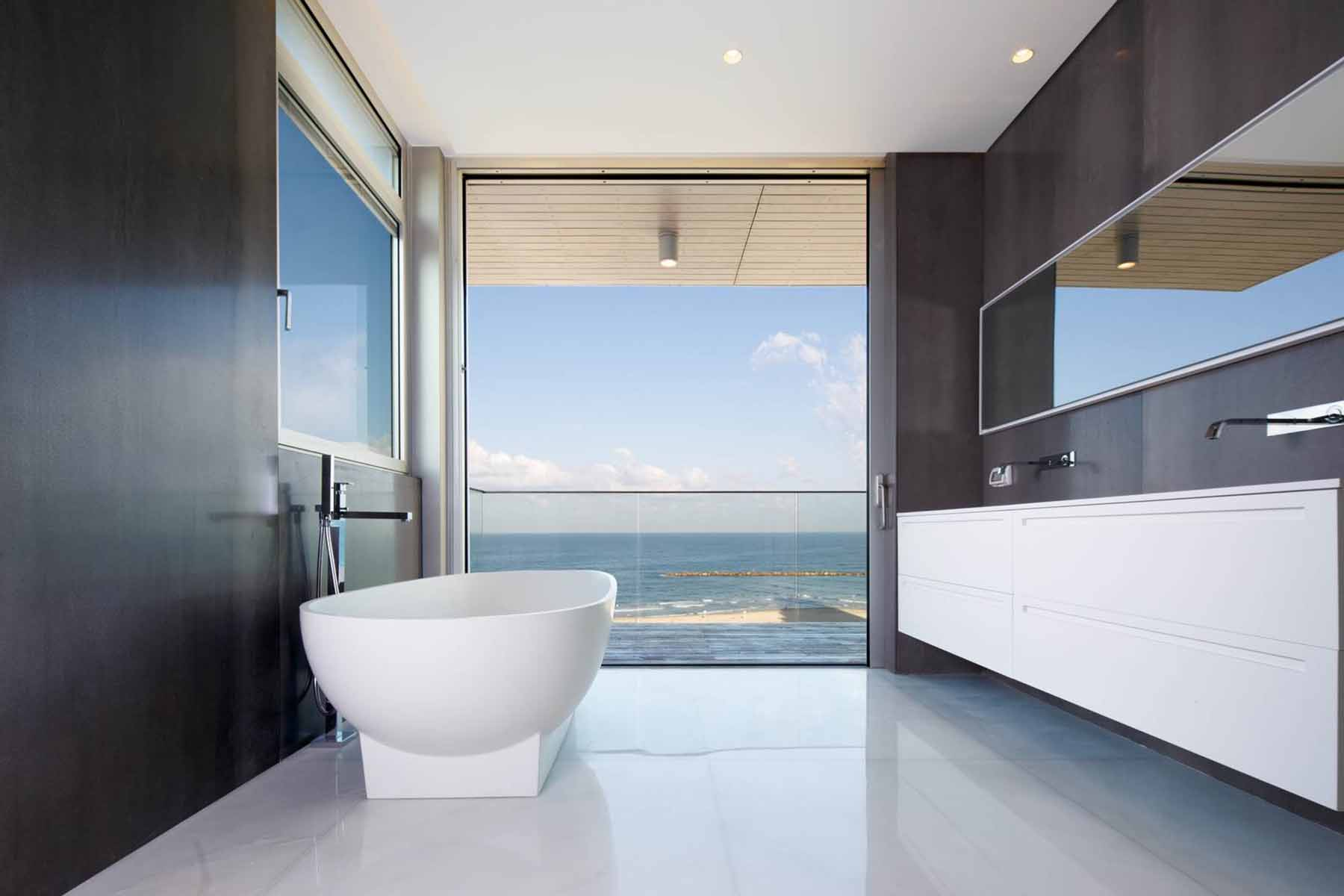 Additional photo for property listing at Beachfront Penthouse Duplex  Tel Aviv, Israel 61031 Israel