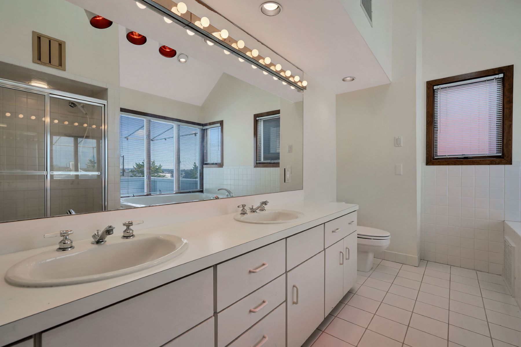 Additional photo for property listing at Sea Girt Beachfront 708 Morven Terrace Sea Girt, New Jersey 08750 United States